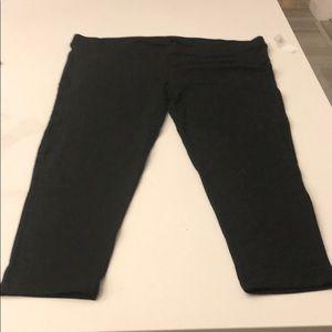 NWT GAP Pure Body Maternity Leggings - Capri